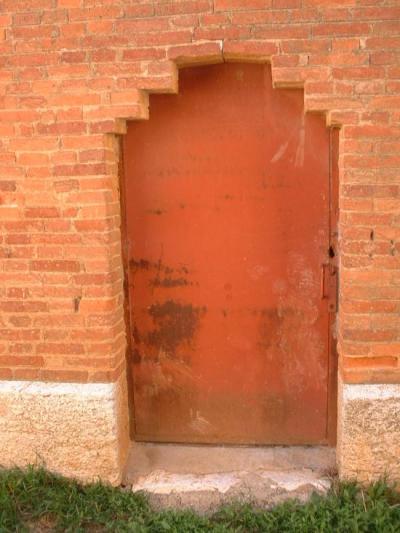 Puerta de la entrada de la torre