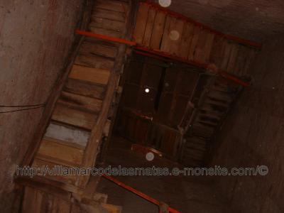 Escalera intérior de la torre