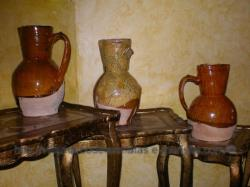 Conjunto de antiguas jarras de vino
